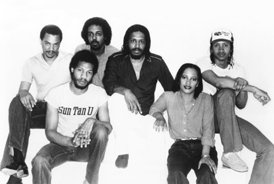 Mtume band: L-R, Hubert Eaves, Howard King, Reggie, Mtume, Tawatha Agee, Basil Fearrington